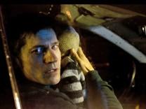 """Nikolaj Coster-Waldau in einer Szene des Films """"Zweite Chance""""."""