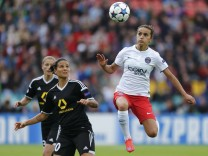 FFC Frankfurt's Marozsan fights for the ball with Paris St Germain's Alushi during their UEFA Women's Champions League final soccer match in Berlin