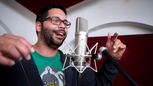 Mista Min (Marcos Deida)  ein US-amerikanischer  GANGSTA-Rapper, der jetzt in München als Kindergärtner arbeitet