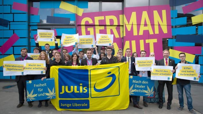 Cannabis-Protest vor FDP-Bundesparteitag