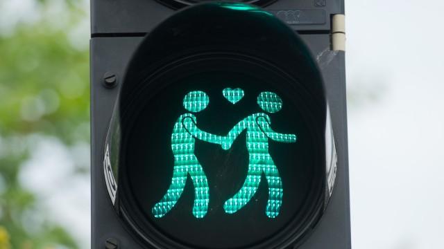 München bekommt zum CSD schwule Ampelmännchen