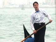 Gondolführerin in Venedig: Die junge Deutsche Alexandra Hai arbeitet als erste weibliche Gondelfahrerin - und bringt damit die männlichen Gondolieri gegen sich auf. Foto: dpa