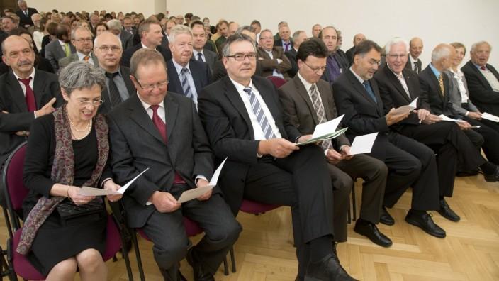 Bruck: AMTSÜBERGABE - Direktor des Amtsgerichts HELLMUT ONDER