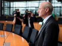 BND-Präsident Schindler im Geheimdienst-Ausschuss