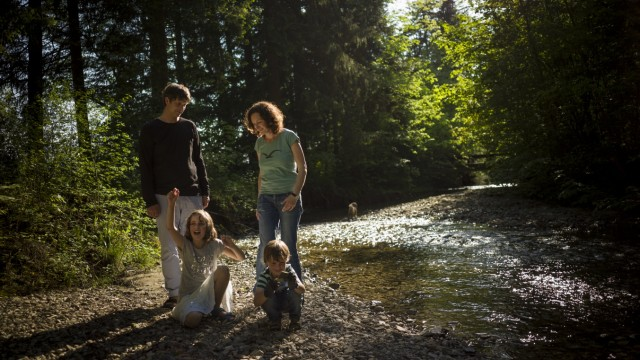 NCL2-Patientin Hannah Vogel mit Familie