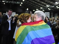 Early results suggest gay marriage supporters win Irish referendu