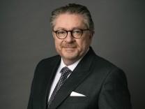 Portrait von Prof. Dr. Götzl