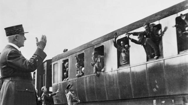 Henri Philippe Pétain begrüßt heimkehrende Kriegsgefangene, 1941