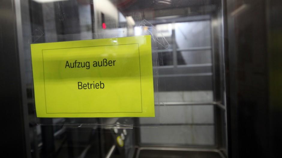 Bruck: Defekter Aufzug am S-Bahnhof