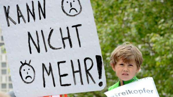 Eltern-Demo gegen Kita-Streik
