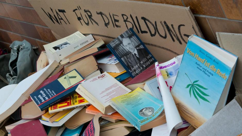 'Bildungsmüll' in Frankfurt