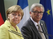 BESTPIX Merkel, Hollande And Juncker Meet Over Greece Crisis