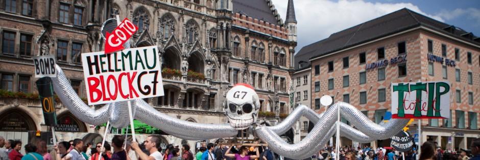 Demonstration gegen den G7-Gipfel auf dem Münchner Marienplatz, 2015