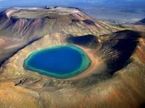 Neuseeland Ludwig See in der Vulkanlandschaft des Tongariro Nationalparks