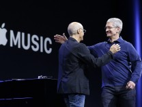 Tim Cook, Jimmy Iovine