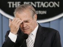 Rumsfeld weist Rücktrittsforderung zurück
