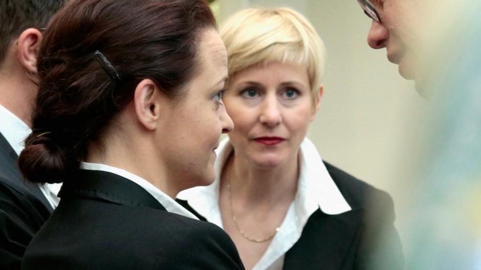 (FILE) Beate Zschaepe entzieht ihren drei Verteidigern das Vertrauen