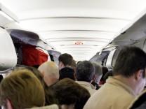 Gedrängel in einer Passagiermaschine