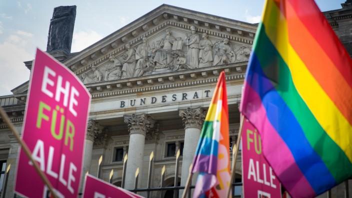 Demonstration für die Gleichstellung der Homo-Ehe
