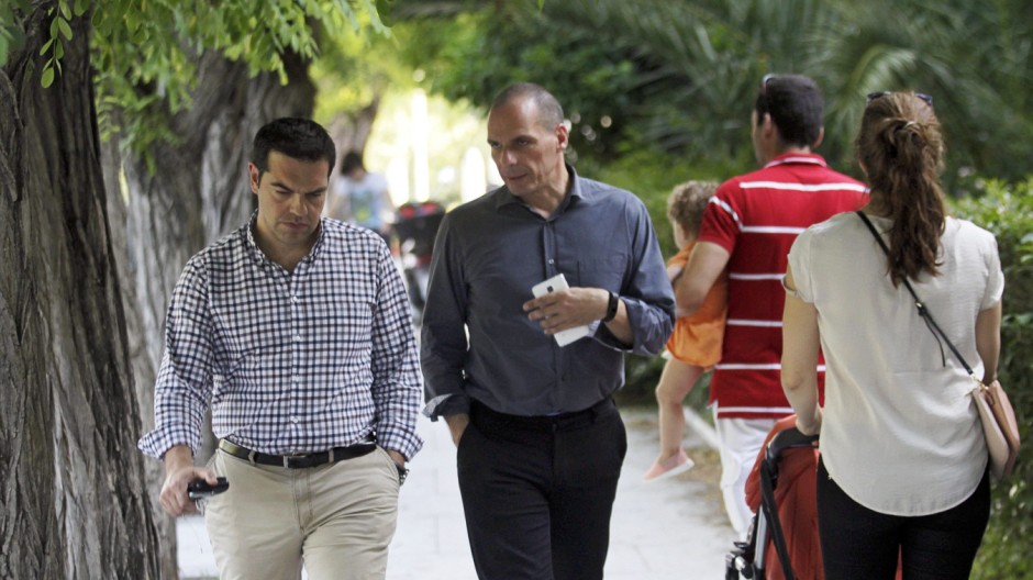 Greek Tsipras, Varoufakis walk in a park of Athens