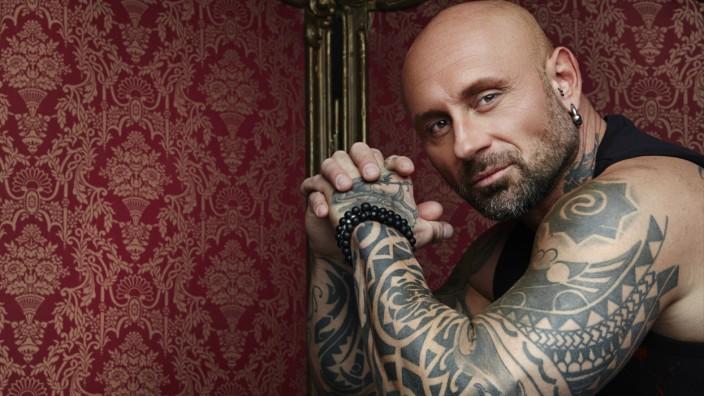 Horror Tattoos - Deutschland, wir retten deine Haut; Sixx