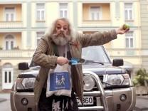 """Harry Rowohlt als Penner Henry in der Fernsehserie """"Lindenstraße"""""""