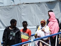 German Navy vessel rescues 800 migrants at Mediterranean Sea