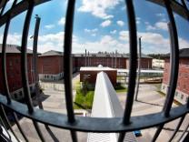 CDU sieht zu wenig Haftplätze in NRW - Ministerium dementiert