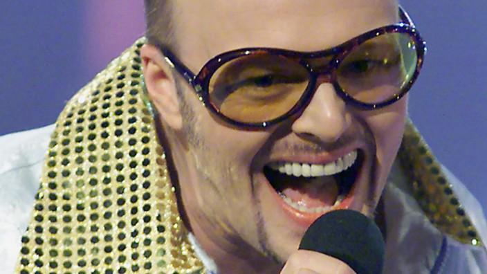 GERMANY'S STEFAN RAAB PRESENTS HIS SONG WADDE HADDE DUDDE DA IN BREMEN