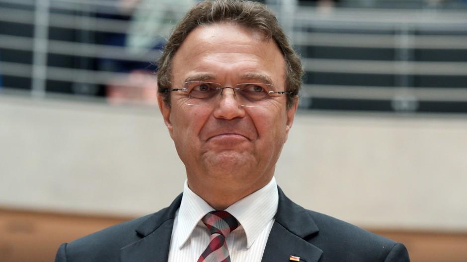 Hans-Peter Friedrich bei der öffentlichen Sitzung des Edathy-Untersuchungsausschusses