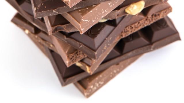 Schokoladentafeln gestapelt iblral03827040 jpg