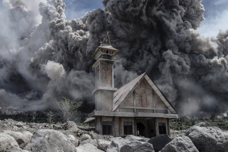 Vulkanausbruch Vulkanausbruch über Sumatra