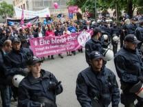 Demonstrationen für und gegen den grün-roten Bildungsplan