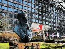 Berlin Friedrichshain Straße der Pariser Kommune Franz Mehring Platz 1 Verlag Neues Deutschland N
