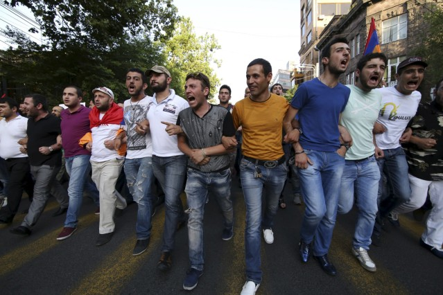 Armenien Eriwan In Unruhe Politik Sz De