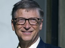 Microsoft founder Bill Gates , co-chair of the Bill & Melinda Gates Foundation, arrives to attend a meeting at the Elysee Palace in Paris, France