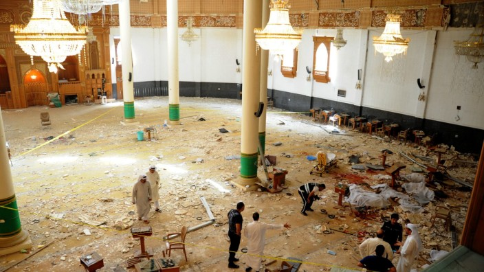 24 killed in suicide bombing at Kuwait mosque