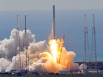 SpaceX rocket explodes after launch