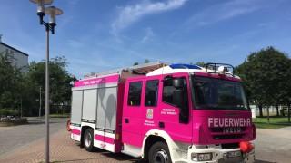 Rosa Feuerwehrauto In Erkrath Panorama Süddeutsche De