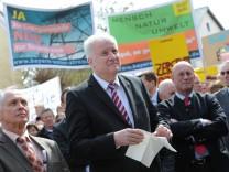Seehofer bei Protest gegen Stromtrasse