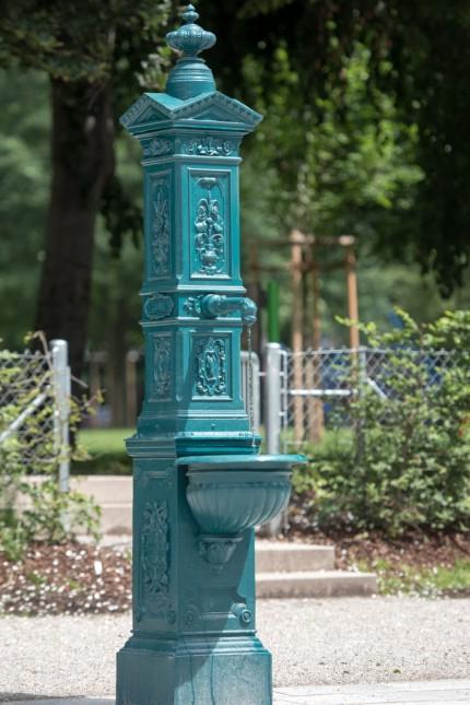 Alter Brunnen neu aufgestellt in der Oberen Au