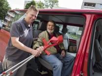 Taufkirchen, Chris Weitz fährt den  Senioren-Shuttle, Foto: Angelika Bardehle