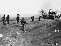 Deutsche Truppen sprengen eine Eisenbahnlinie in Deutsch-Südwestafrika,