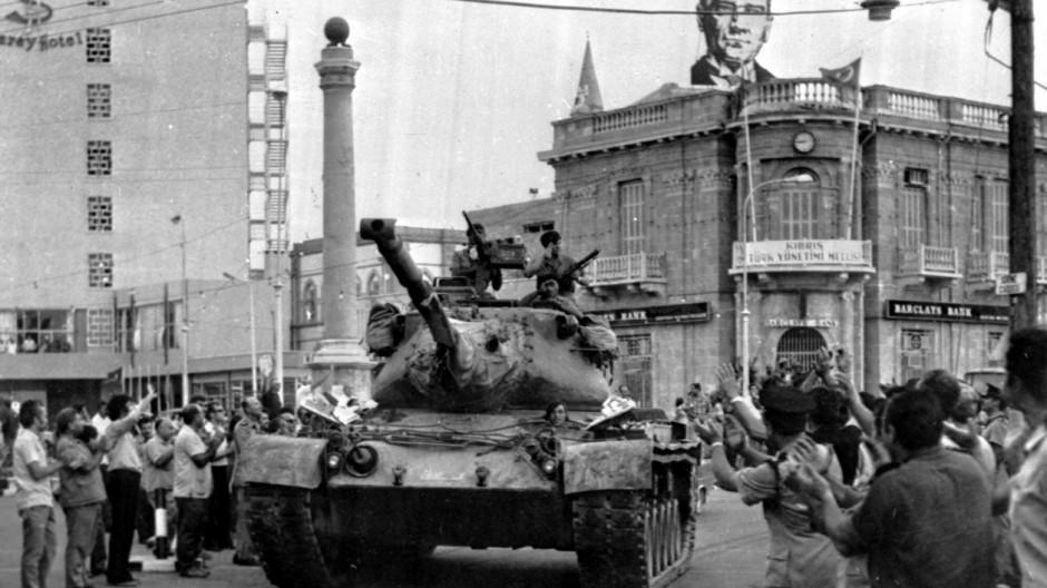 Griechenland am Abgrund Riesige Rüstungsausgaben