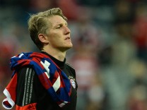 Manchester United signs Bastian Schweinsteiger as media reports