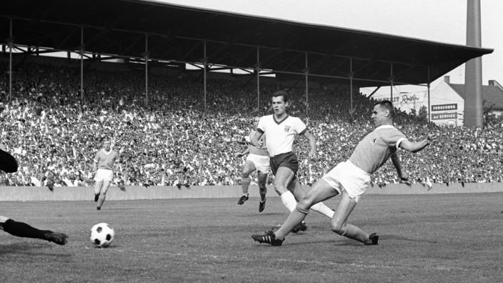 Erstes Münchner Lokalderby in der Fußball Bundesliga, 1965