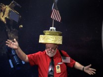 US spacecraft whizzes by Pluto in historic flyby