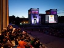Kino-Open-Air auf dem Königsplatz in München, 2013.