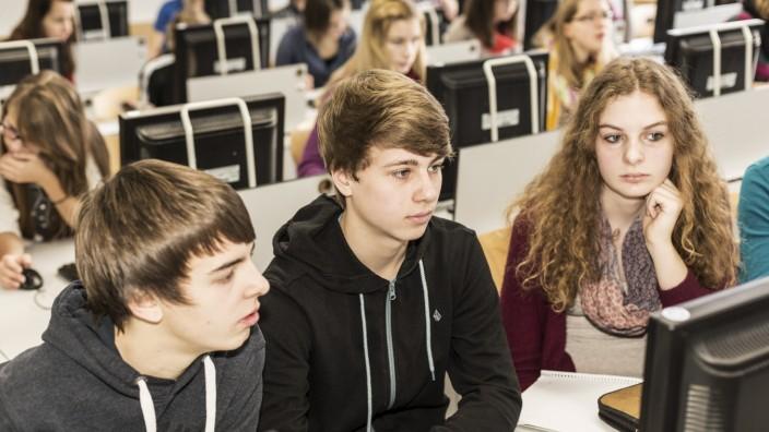 Digitales Bildungsnetz Bayern, Realschule Arnstorf, eine Schule, die von Fujitsu gefoerdert wird.