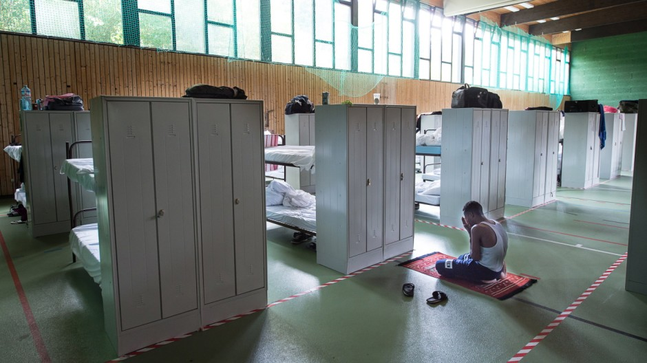 Rinderspacher besucht Flüchtlingsunterkunft